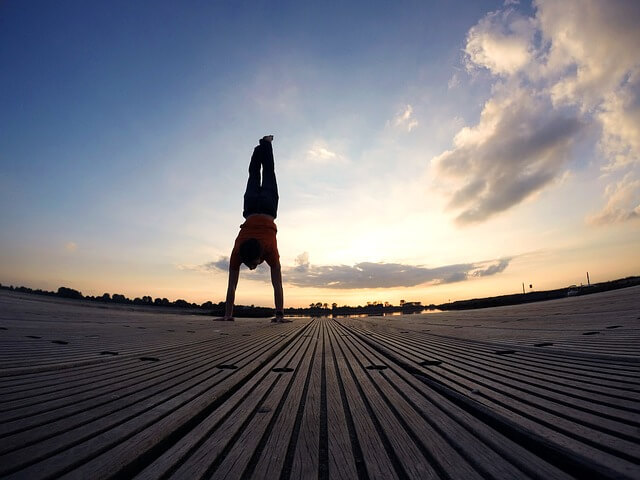 handstand-544373_640