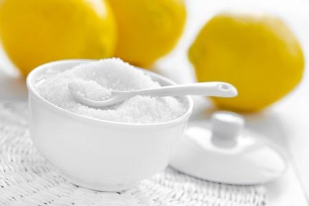 プロテインを摂っている人は体臭に要注意!体臭予防にも痛風改善にも良いとされる成分とは
