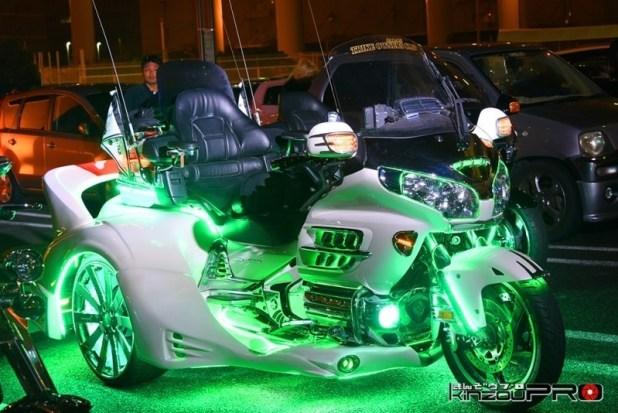 緑に光る白いカスタムトライク!ホンダ GL1800ゴールドウィング 1