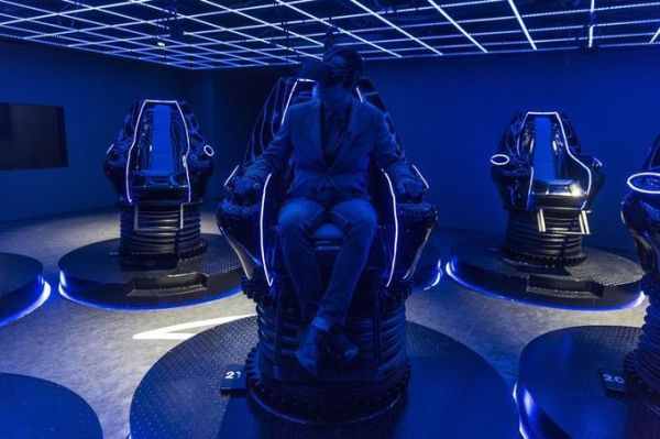 VR kiosk - The Theme Park of the Future Could Be in This Chinese Basement