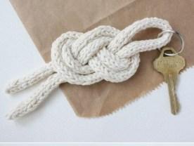 http://www.michaelannmade.com/2012/06/sailor-knot-keychain-diy.html