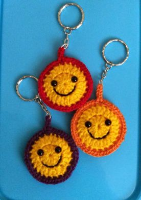 http://www.lonemer.com/2014/04/smiley-keyring-pattern.html?spref=pi