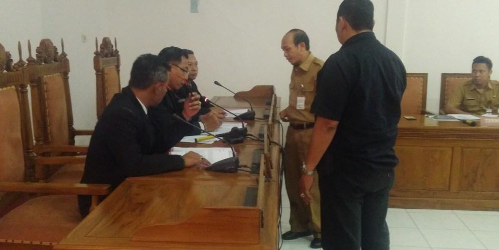 Kepala Dinas Pendidikan dan Kebudayaan Provinsi Jawa Tengah bersedia memberikan semua permohonan pemohon
