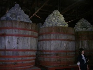 味噌の仕込みに使う樽