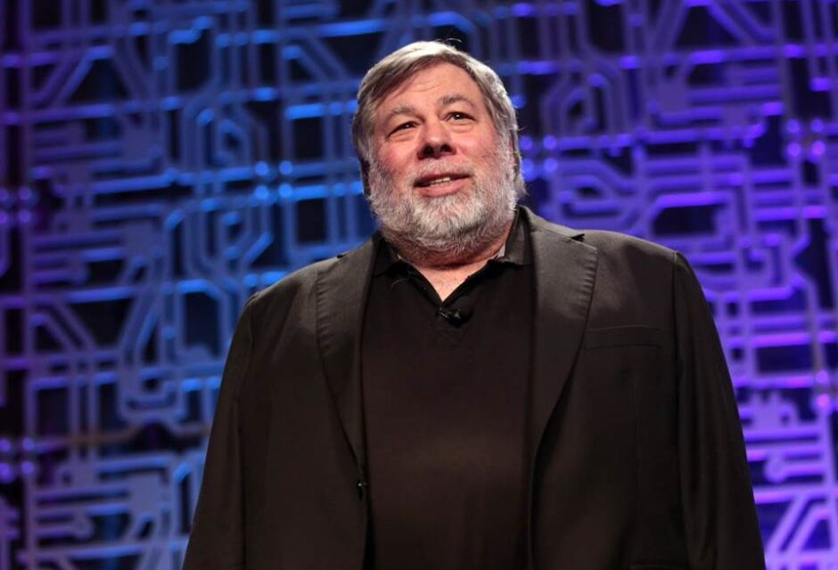 """Quote: Steve Wozniak """"Never trust a computer you can't throw out a window"""""""