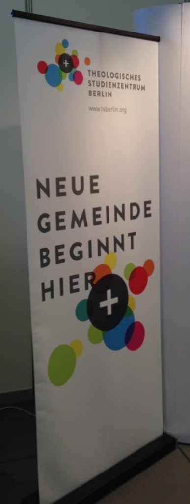 Der Infostand des Theologischen Studienzentrums Berlin