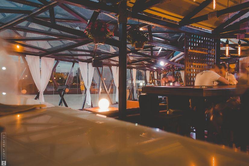 Terrace Y.O.L.O. grill & bar