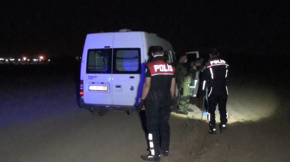 Tarlada bulunan tank mermileri polisi alarma geçirdi