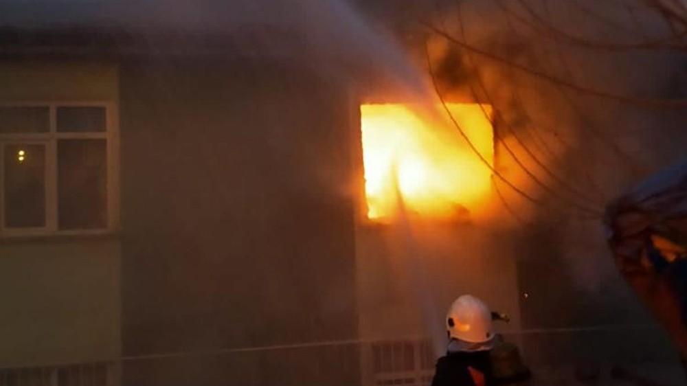 Kırıkkale'de 2 katlı evde yangın çıktı