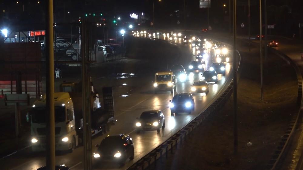 Kısıtlama öncesi kilit kavşakta trafik yoğunluğu: Vatandaşlar yollara akın etti