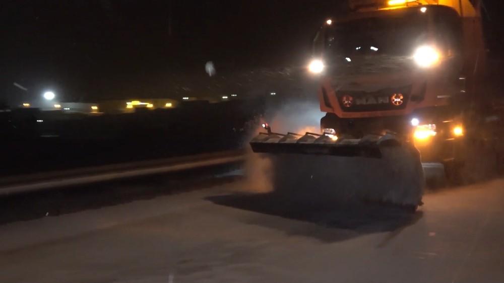 Kırıkkale'de yol küreme ve tuzlama çalışmaları sürüyor