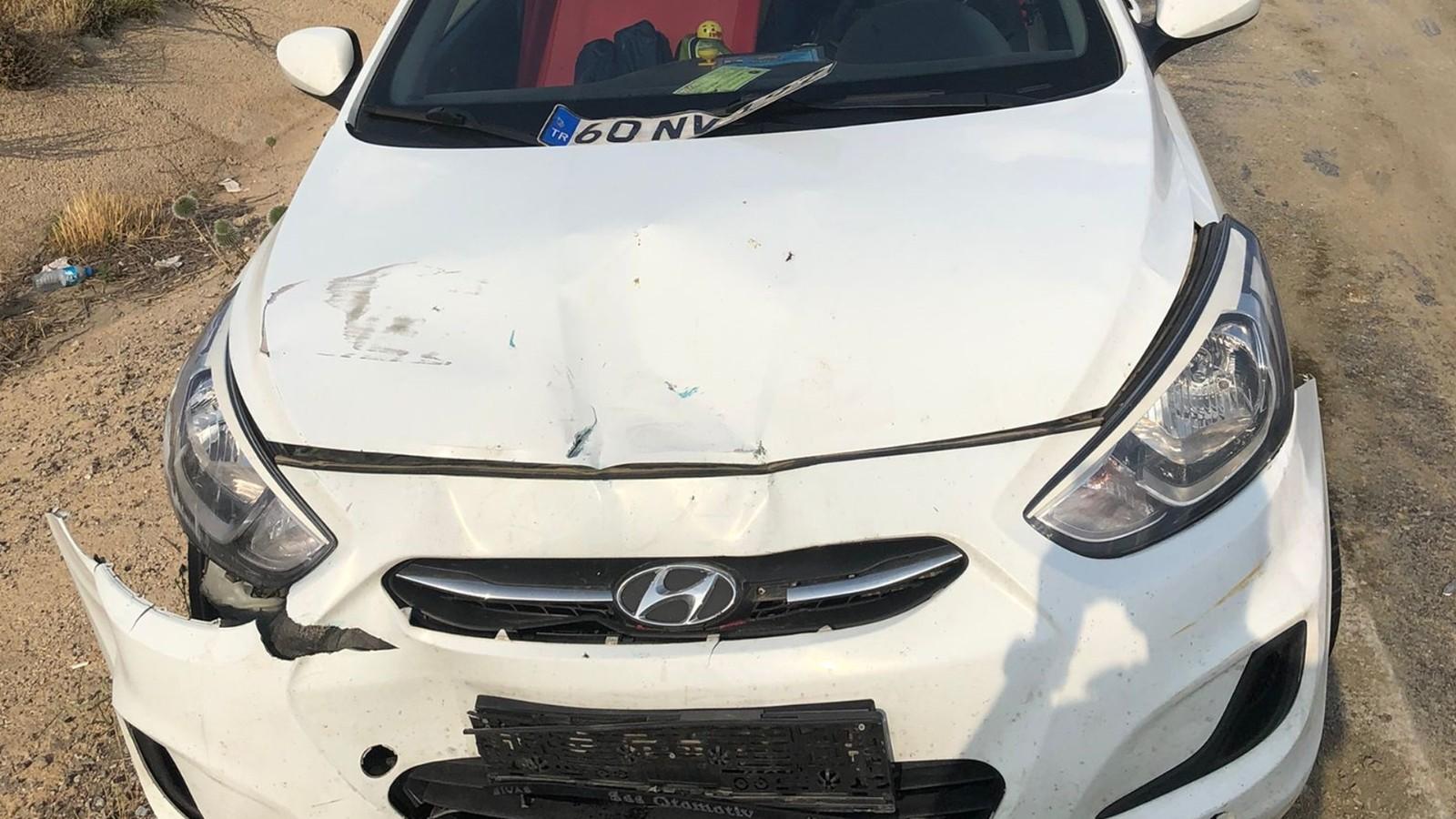 Aynı yönde seyreden iki otomobil çarpıştı: 3 yaralı