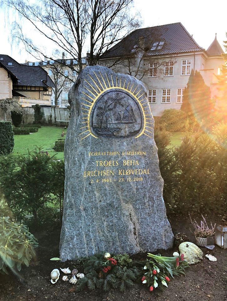 Troels Kløvedal gravsten. Foto: Danske Stenhuggerier