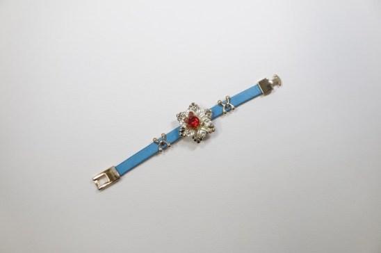 blue bracelt
