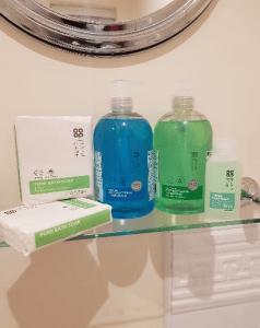 Hand sanitiser and gel
