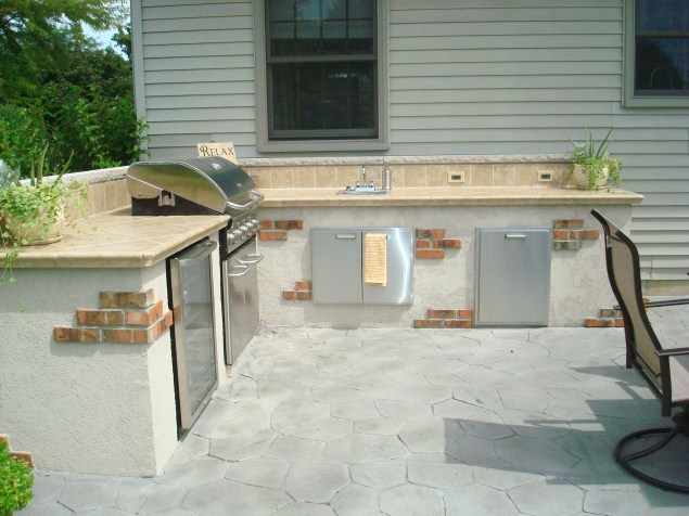 Bowling Green-Outdoor kitchen-dryvit-brick-southwestern design-stainless steel appliances