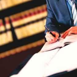 Как выбрать автомобильного юриста
