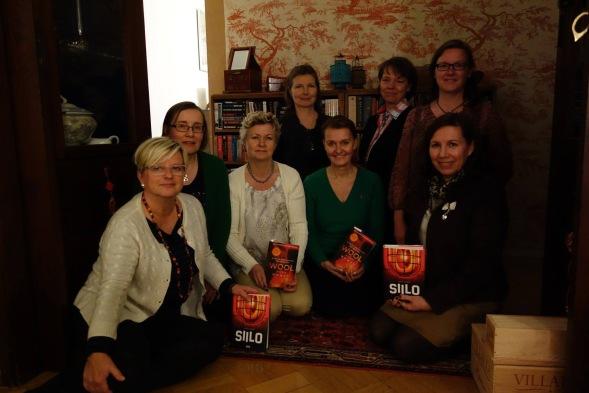 Kirsin Book Club kokoontui keskustelemaan Siilosta Bulevardille