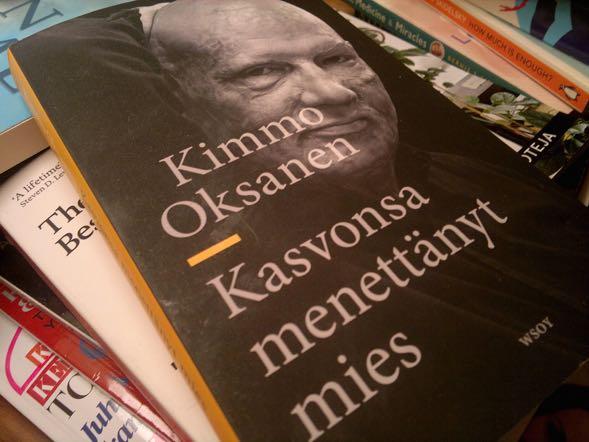 """Kimmo Oksasen """"Kasvonsa menettänyt mies"""" on kirja, joka vaikuttaa vielä pitkään lukemisen jälkeenkin. Suosittelen."""