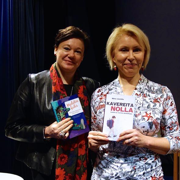 Nina Junttila ja lastenpsykiatri Raisa Cacciatore suosittelivat toistensa kirjoja