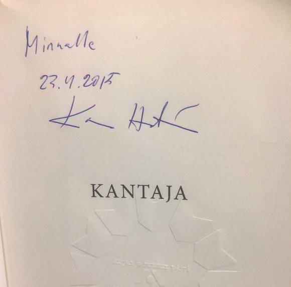 Minna on lukenut kaikki Kari Hotakaisen kirjat ja lienee turvallista sanoa, että hän on fani!