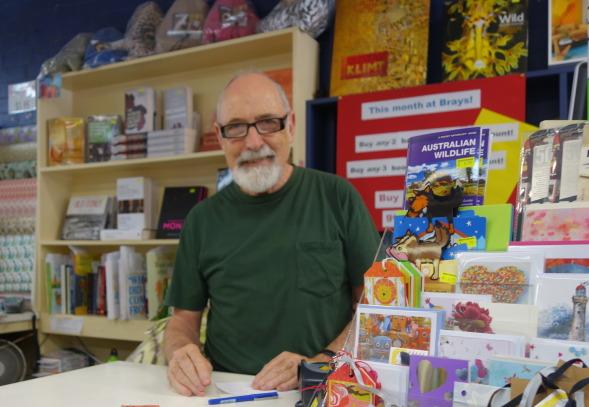Philip Bray on pitänyt kirjakauppaa Balmainissa, Sydneyn esikaupungissa yli 45 vuotta.