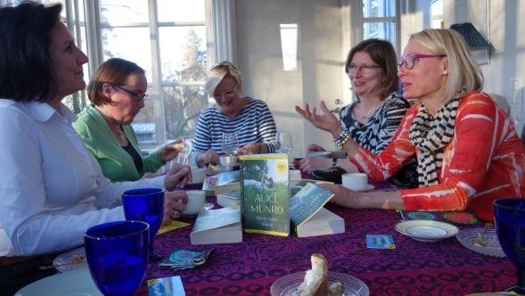 Kirsin Book Club kokoontui huhtikuussa 2015 Kumpulassa