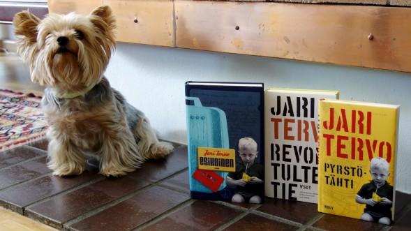 Pyrstötähti on kolmas osa Jari Tervon nuoruusajan kuvausta Rovaniemeltä. Perhe on muuttanut rivitaloon, jossa on laatoitus takan edessä kuten meilläkin. Kirjassa on Mila, Maltankoira, meillä Tiffany, Yorkshiren terrieri.