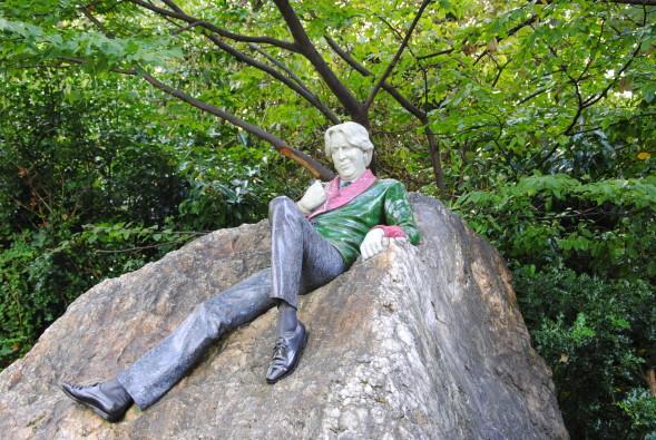 Wilden marmoripatsas Dublinissa Merrion Square Parkissa. Kuva Ren Goodhew. Creative Commons Licence.
