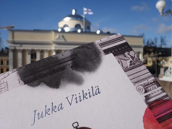 Akvarelleja Engelin kaupungista on yksi viime aikojen kauneimmista kirjoista myös ulkoasultaan.