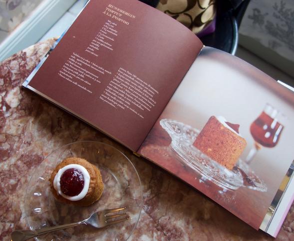 Helmen Runebergin torttu on leivottu porvoolaisella reseptillä.
