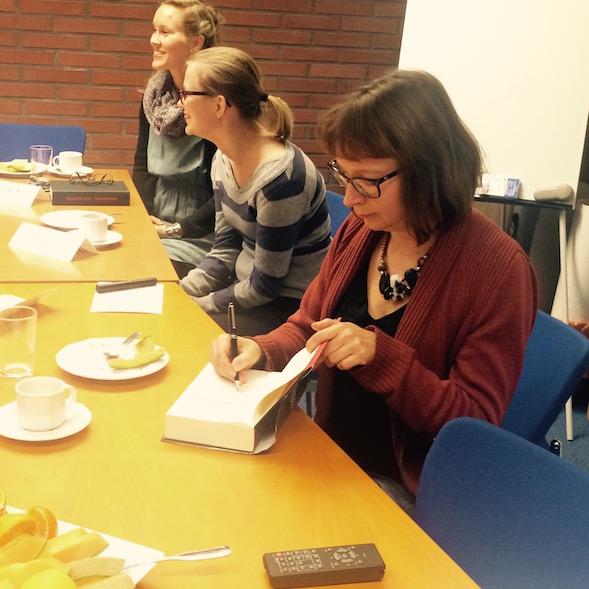 Pauliina Susi vieraana Kirsin Book Clubin vetämässä yrityslukupiirissä.
