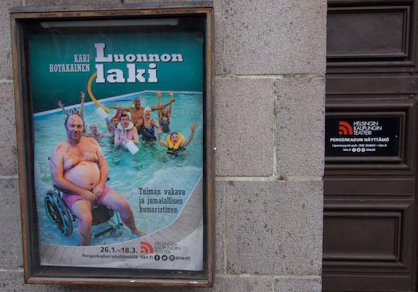 Luonnon laki menee Helsingin Kaupunginteatterin Pengerkadun näyttämöllä.