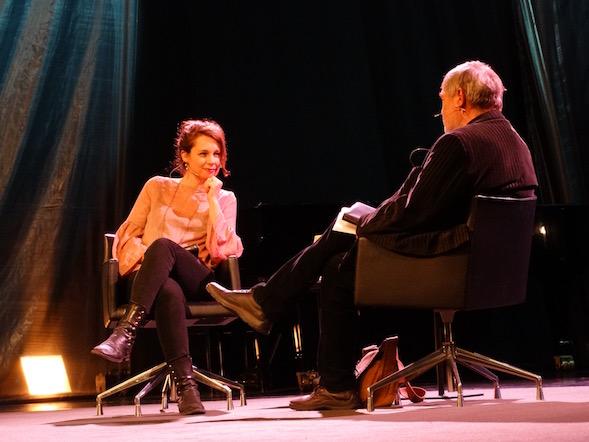 Juuri Svenska Akademiin valittu Sara Stridsberg keskusteli mielenterveydestä kirjallisuudessa Claes Anderssonin kanssa.