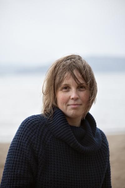 Karin Erlandsson on myös toimittaja ja asuu nykyisin Maarianhaminassa.