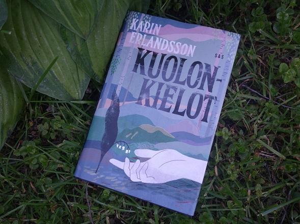 Kuolonkielot on Karin Erlandsson toinen romaani. Hänen esikoisteoksensa oli Minkkitarha (2014) ja se valittiin SWuomen edustajaksi Pohjoismaisen kirjallisuuspalkinnon saajaksi.