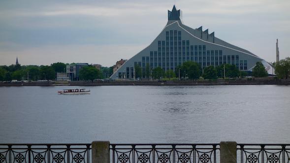 Latvian uusi kansalliskirjasto Riiassa.