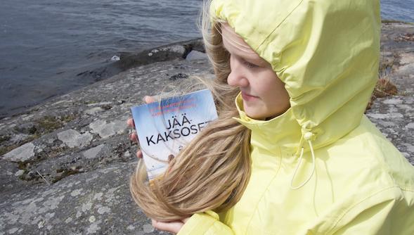 Toinen kaksosista puettiin aina keltaiseen, toinen siniseen. Kuvassa mallina Jasmin.