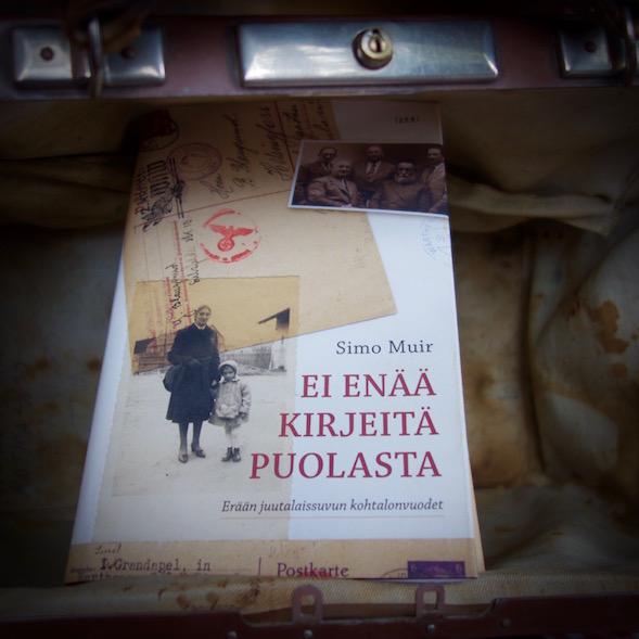 Simo Muirin Ei enää kirjeita Puolasta on vaikuttava historiikki.