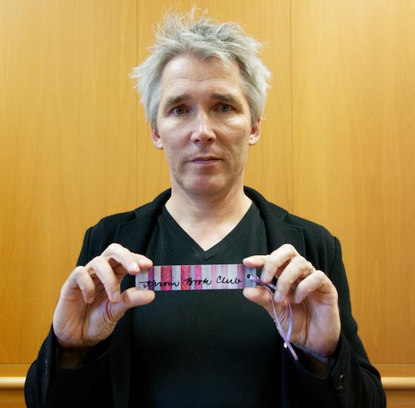 Miika Nousiainen ja Kirsin Book Clubin kirjanmerkki