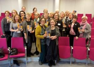 Kirjamessujen lukupiirissä Kirsin Book Clubin ja yleisön kanssa Eppu Nuotio ja Pirkko Soininen. Paljon naurua!