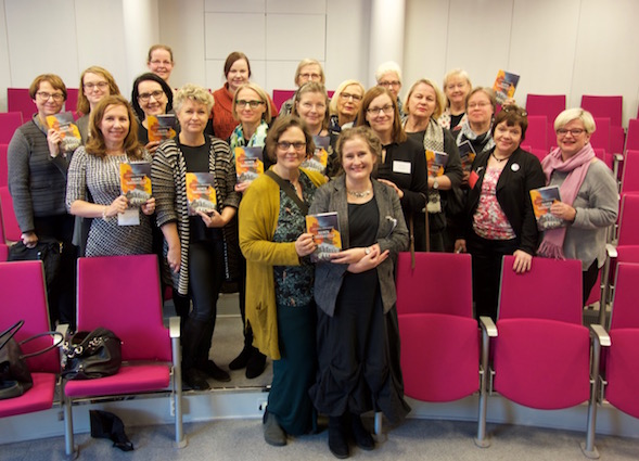 Lauantain lukupiirissä Kirsin Book Clubin ja yleisän kanssa Eppu Nuotio ja Pirkko Soininen. Paljon naurua!