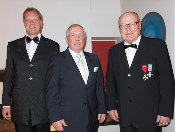 Matkalla Linnan kutsuihin 2015 Jari Puikkonen, Juhani Kärkinen ja Veikko Kankkonen.