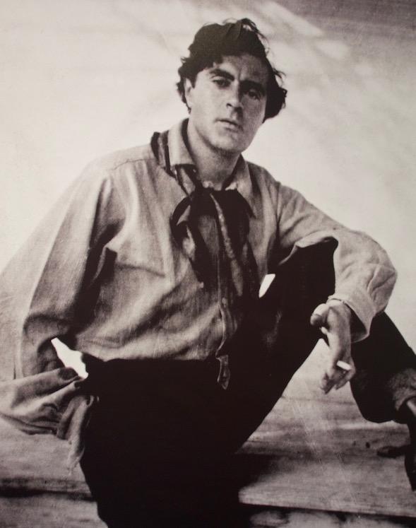 Amadeo Modigliani (1884-1920) Kuva on valokuva esillä olleesta Marc Vauxin ottamasta kuvasta Modiglianin työhuoneella.