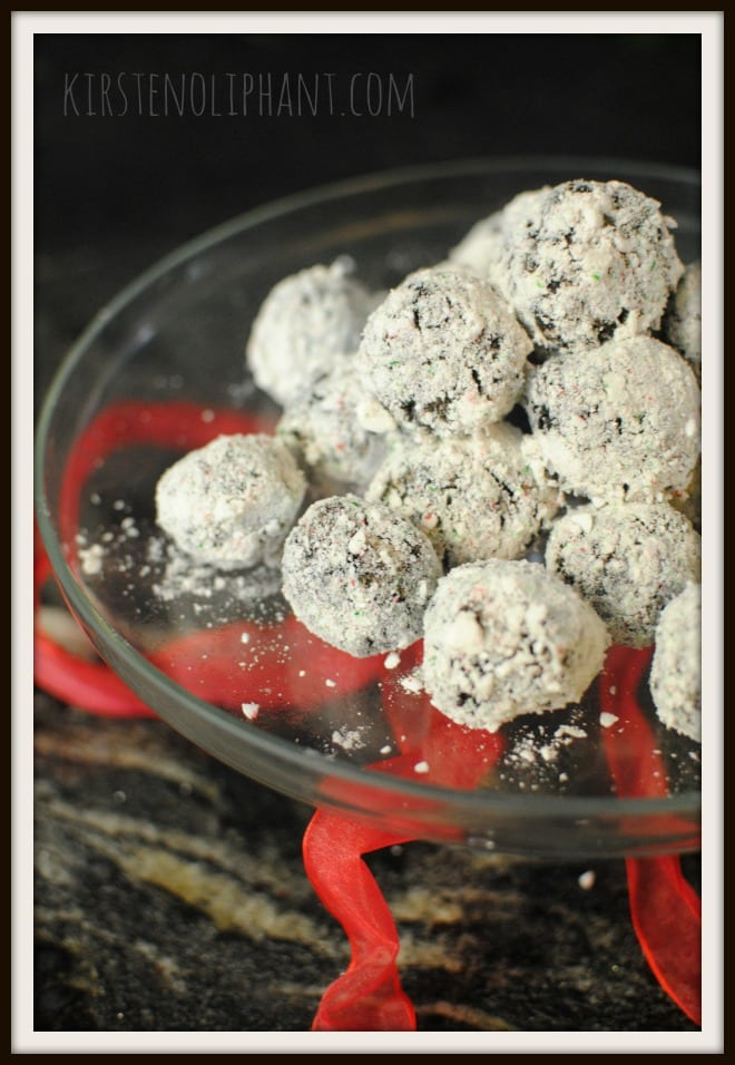 These Peppermint Oreo Snowballs will be a big hit with creamy chocolate and mint.