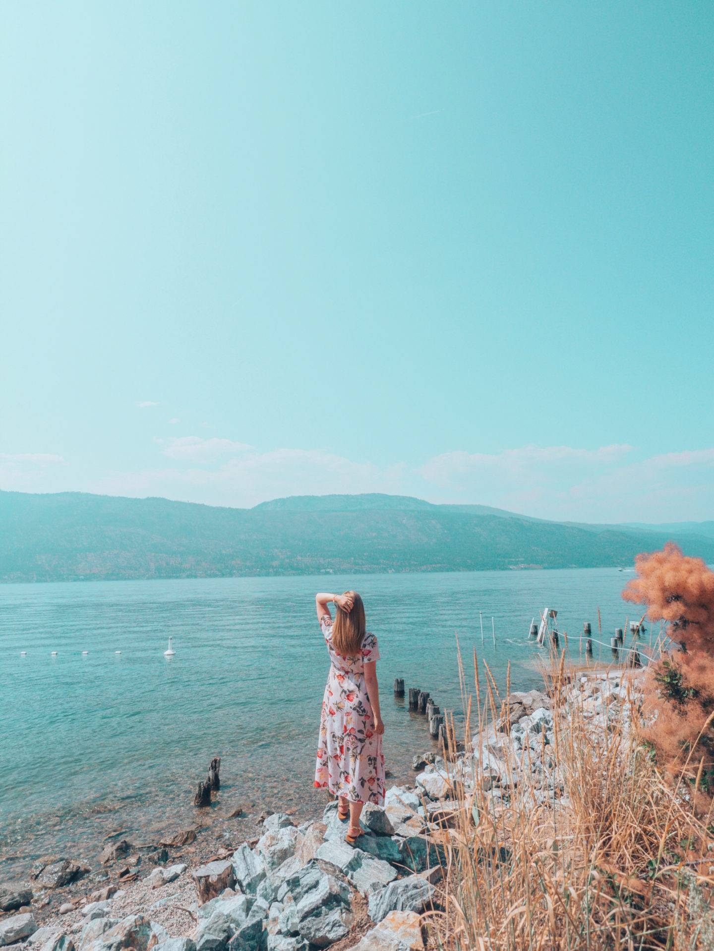 Looking for the most beautiful Instagrammable places in Kelowna? Check out this guide to find the best photography spots in Kelowna! Pictured here: Okanagan Lake