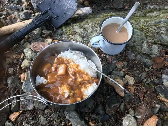 ボンカレーとインスタントコーヒーの朝食セット