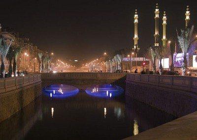 Sungai Queiq di suasana malam Kota Aleppo
