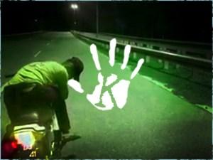 Bizarr felvétel: szellem motoros száguldott az elhagyott autópályán