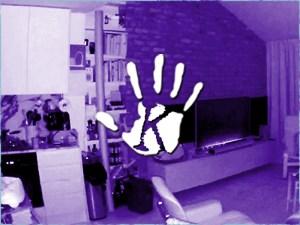 Tévézős szellemet vett fel a nappaliban elrejtett kamera…